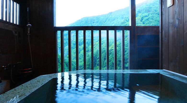 露天風呂からは観るループ橋